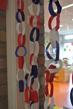 Van Juf Janneke... slingers omlokaal te versieren