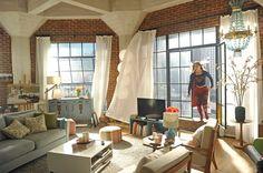 BuddyTV Slideshow | 'Supergirl' Episode 5 Photos: Kara's Foster Mother Comes to Town