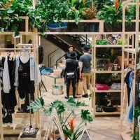 Tiendas de Nueva York en las que comprar es lo de menos | Traveler - Linkis.com Plants, Shopping, New York City, Tents, Travel, Plant, Planting, Planets