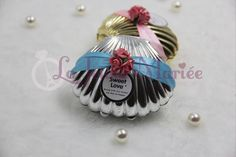 Having a beach party or a beach themed wedding?  Shop our elegant seashell candy box as door gifts and compliment the decor!