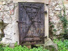 MEDIEVAL DOOR by louis.foecy, via Flickr