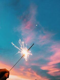 Sparklers and the Sunset Sky Aesthetic Pastel Wallpaper, Aesthetic Backgrounds, Aesthetic Wallpapers, Beach Aesthetic, Summer Aesthetic, Blue Aesthetic, Photo Wall Collage, Picture Wall, Photographie Indie