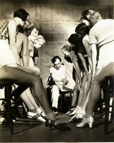 Busby Berkeley directs some chorus girls for Street, 1933 Classic Hollywood, Old Hollywood, Busby Berkeley, Pre Code, Look Retro, Dark City, 42nd Street, Tap Dance, Showgirls