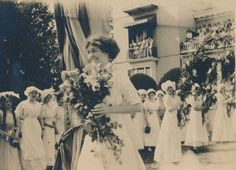 Sweet Briar College 1911 May Queen, Margaret Cobb. Sweet Briar College, some rights reserved. CC-BY-NC.