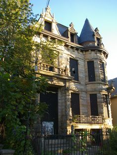 Haunted Houses In America, Scary Haunted House, Haunted Hotel, Abandoned Houses, Abandoned Places, Loveland Castle, Most Haunted Places, Scary Places, Haunted History