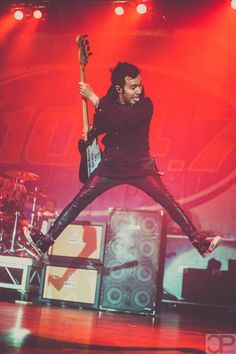Jump for the skies, Pete Wentz! crap it dosent rhyme...
