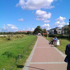 Insel Rügen - Promenade Glowe  - Hier locken zahlreiche gemütliche gastronomischen Einrichtungen zum Verweilen ein . Sie haben immer Sicht auf die schöne Ostsee und das Kap Arkona.