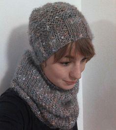 Komplet czapka + komin z baaardzo milusiej włóczki ;) dostępny w czapełnyzwełny :)