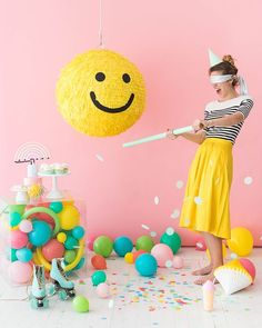 smiley face piñata - oh happy day Fun Sleepover Ideas, Sleepover Activities, Sleepover Party, Festa Party, Diy Party, Happy Birthday Wishes, Diy Birthday, Birthday Smiley, Festa Toy Story