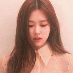 Top hot photos of ROSE Blackpink – Jennie South Korean Girls, Korean Girl Groups, Lisa Park, Blackpink Icons, Rose And Rosie, Rose Icon, Blackpink Photos, Park Chaeyoung, Aesthetic Images