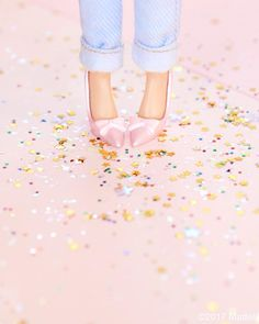 Pink pumps and a pop of glitter make the perfect pair!  #barbie #barbiestyle