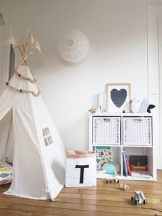 Moozle MIDI size teepee tent styled and pic by Mon Petit Zoreol. Kids teepee tent. #teepee #tipi #paperstoragebag