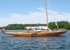 such a pretty boat: Maelar 30 One-design class, Yrsa, 30 Square Metre Skerry Cruiser Classic Sailing, Classic Yachts, Cruiser Boat, Wooden Sailboat, Wood Boats, Dinghy, Boat Design, Small Boats, Boat Plans