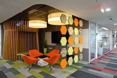"""hexagonal screen division for workplace and """"living room"""""""