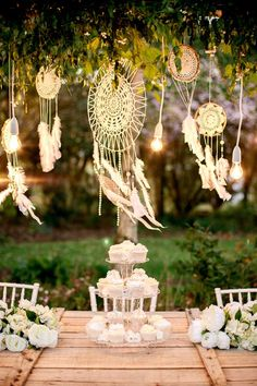 Decoration for a boho / hippie chic wedding – Inspiration for a bohemian wedding. The dream catcher Decoration for a boho / hippie chic wedding – Inspiration for a bohemian wedding. The dream catcher Bridal Musings, Bohemian Theme, Bohemian Wedding Decorations, Quince Decorations, Boho Decor, Decorations Christmas, Hanging Decorations, Bohemian Beach, Whimsical Wedding