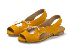 NEW ARRIVALS Lola Yolk Yellow Sandals por TamarShalem en Etsy, $159.00