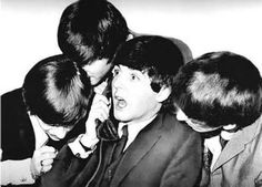 Ringo Starr, John Lennon, 23 and George Harrison, all gathered around Paul McCartney, while he took a call at the Plaza Hotel; Beatles Books, Beatles Funny, Les Beatles, Beatles Photos, Ringo Starr, George Harrison, Abbey Road, Great Bands, Cool Bands