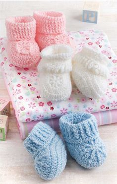 crochet baby ideas Pink Lady Baby Booties Free Crochet Pattern - You can crochet beautiful baby booties as a gift or for your own little one with the Pink Lady Baby Booties Free Crochet Patterns. They are easy.Baby shoes crochet instruction and 23 lo Crochet Baby Boy Hat, Crochet Bib, Crochet Baby Blanket Beginner, Knit Baby Booties, Booties Crochet, Crochet Baby Clothes, Newborn Crochet, Crochet Shoes, Baby Knitting
