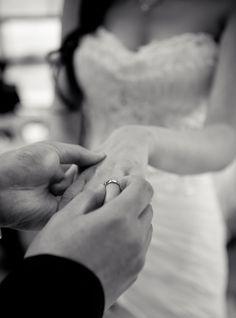 Non Traditional Wedding Rings - Wedding photography - Hochzeit Wedding Picture Poses, Wedding Poses, Wedding Photoshoot, Wedding Pictures, Hair Pictures, Wedding Shot List, Funny Pictures, Hair Images, Wedding Ceremony Ideas