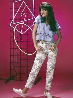 Tiffani Amber Thiessen as Kelly Kapowski on Saved by the Bell, 80s Fashion, Fashion Beauty, Fashion Outfits, Fashion History, Fashion Boots, Womens Fashion, Tiffani Thiessen, Elizabeth Berkley, Saved By The Bell