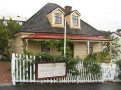 The Colonial Cottage Museum boasts a beautifully restored 1858 cottage that gives an insight into life in Century Wellington. New Zealand Attractions, Colonial Cottage, New Zealand Holidays, Wellington New Zealand, New Zealand North, Old Building, Canterbury, Capital City, Auckland