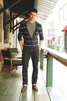 Very simple but great look. Cardigan over t-shirt, nice jeans, nice shoes.