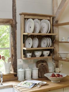 Make your flatware a key part of your kitchen interior design with this hand carved plate rack – the perfect way to display and store your collection Kitchen Living, Kitchen Decor, Kitchen Ideas, Shabby Vintage, Shabby Chic, Vintage Industrial Decor, Industrial Style, Plate Racks, Cottage Style Homes