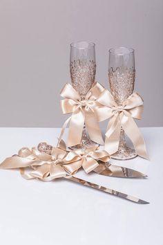 ROSE GOLD Wedding glasses and Cake Server Set cake knife rose gold bride and groom set of wedding toasting flutes wedding flutes cake set Wedding Wine Glasses, Wedding Champagne Flutes, Champagne Glasses, Unique Wedding Colors, Unique Weddings, Wedding Makeup, Rose Wedding, Cake Knife, Wedding Toasts