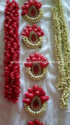 Order Fresh flower poolajada, bridal accessories from our local branches present over SouthIndia, Mumbai, Delhi, Singapore and USA. Indian Wedding Flowers, Bridal Hairstyle Indian Wedding, Bridal Hairdo, Flower Garland Wedding, Indian Wedding Hairstyles, Wedding Hair Flowers, Flower Garlands, Bridal Flowers, Flowers In Hair