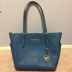 Authentic Michael Kors Jet Set Tote Good condition, only a tiny mark inside the bag, plz check the last picture. **No trade** Michael Kors Bags