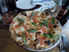 Pizza a la leña, de Farina.