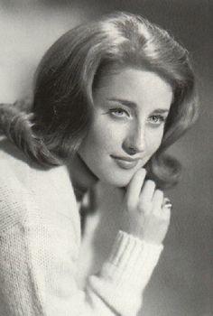 """The """"flip"""" hairdo  (Leslie Gore)   I just loved her !"""