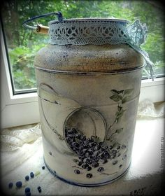 milk can art - Yahoo Image Search Results Decoupage Art, Decoupage Vintage, Vintage Crafts, Milk Can Decor, Painted Milk Cans, Milk Pail, Old Milk Cans, Wine Bottle Art, Shabby