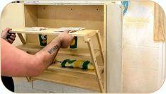 Здравствуйте, уважаемые читатели и самоделкины! Как быть, если у Вас совсем маленькая квартирка с узенькими коридорчиками или тесная мастерская? Выход один — нужна складная мебель или та, что встраивается в стену. В данной статье Иззи, автор YouTube канала «izzy swan» расскажет Вам, как он изготовил небольшой шкафчик для крохотных помещений или «фургонной» жизни, полки которого будут превращаться в небольшой столик. Материалы. — Толстая листовая фанера. — Болты, шайбы, гайки. — Рояльные…