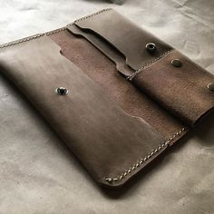 Leather Bag Pattern, Tandy Leather, Handmade Leather Wallet, Leather Projects, Wallet Chain, Leather Design, Leather Working, Leather Craft, Leather Purses