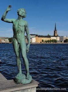 Statue nahe des Stadshuset und der Gamla Stan in Stockholm, Schweden Sweden Tourism, Sweden Travel, Lappland, Travel Images, Travel Photos, Voyage Suede, About Sweden, Gothenburg, Travel Videos