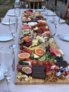 Daughter and her friend did this for their birthday lunch - Wedding Inspira. Daughter and her friend did this for their birthday lunch – Wedding Inspirasi Party Food Platters, Cheese Platters, Antipasto, Appetizer Recipes, Appetizers, Birthday Lunch, 17th Birthday Party Ideas, Birthday Gifts, Birthday Board