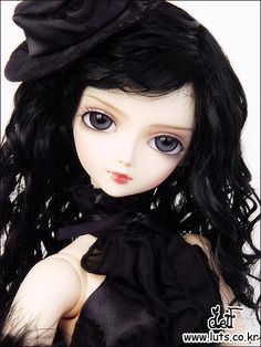Delf Soo/ very similar to Volks Nono wide spaced eyes. Very pretty!