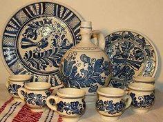 Ceramica de Corund Romanian Wedding, Carpathian Mountains, Medieval Town, Bucharest, Kirchen, Folk Art, Decorative Plates, Arts And Crafts, Pottery