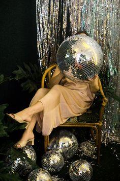 Gypsy Jungle Disco: A Holiday Gathering by The Venue Report - Top-Trends Disco Theme, Disco Party, Disco Ball, Disco 80, Gucci Disco, Mode Disco, La Trattoria, Retro Mode, Shooting Photo