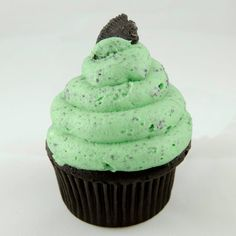 Grasshopper Cupcake: Dark chocolate mint cupcake topped with cookies 'n cream butter cream frosting.---Sweetly Smitten