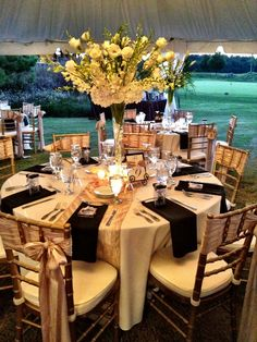 39 Ideas Wedding Decorations Elegant Gold Navy Table Runners For 2019 Wedding Table Settings, Wedding Reception Decorations, Wedding Centerpieces, Peacock Wedding Cake, Floral Wedding Cakes, Trendy Wedding, Elegant Wedding, Wedding Styles, Ivory Wedding