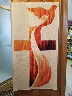 Susan created this wonderful banner for her church using a gradient fabric from Moda. Church Banners Designs, Church Design, Holy Art, Première Communion, Cross Quilt, Wall Crosses, Bible Crafts, Quilted Wall Hangings, Barn Quilts
