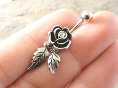Rose Flower Belly Button Jewelry Ring with por MidnightsMojo