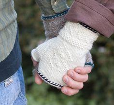 fingerless mitts - twined knitting-   Knitty: Larus & Ardea - Winter 2008