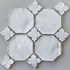 Decorating your floor with ceramics can add a much-needed pop of color to your home. Ceramic tiles and quite affordable and give your home an elegant and unique touch without drowning out other are… Tile Patterns, Kitchen Backsplash, Backsplash Ideas, Tile Design, New Wall, Terracotta, Home Remodeling, Tile Floor, Sweet Home