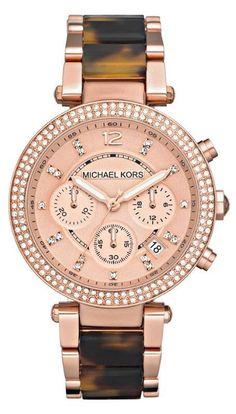 El reloj de pulsera es muy caro.