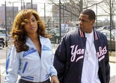 Yankee Stadium, The Bronx, New York City - 02 - Beyonce Photo Gallery Beyonce Style, Beyonce And Jay Z, Beyonce Photos, Black Men Street Fashion, Throwback Pictures, Online Photo Gallery, Hip Hop Outfits, Pulsar, Beyonce Knowles