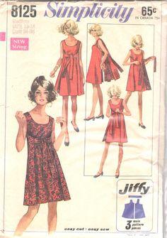 Simplicidad 8125, falta Jiffy Reversible del vestido: El vestido sin costuras laterales tiene escote redondo. Parte frontal del vestido se sujeta en la espalda con lazos de cinta. Vestido espalda sujeta al frente con extremos de lazo de tela del uno mismo por encima de la cintura normal.  Tamaño: Pequeño (8-10) Busto: 31 1/2-32 1/2 Cintura: 23-24 Cadera: 33 1/2-34 1/2 Autor: 1969 Este patrón es corte y completa. La frágil envoltura destrozada y dividida en los lados con ni...