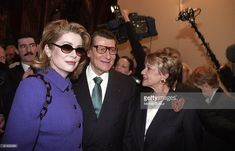 catherine-deneuve-yves-saint-laurent-and-jeanne-moreau-attends-in-at-picture-id81402009 (1024×658)